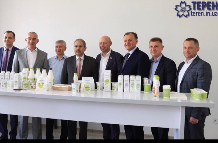 Як посол Узбекистану дегустував у Тернополі молочну продукцію (ВІДЕО)