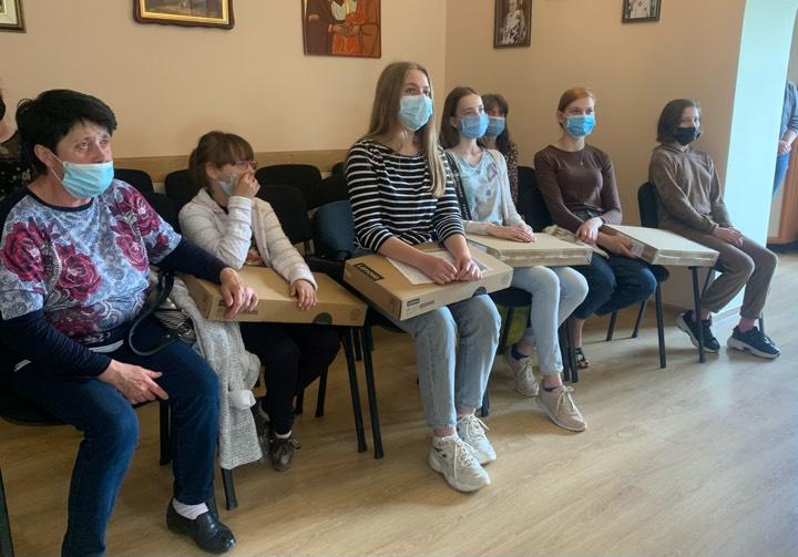 Добрі справи: п'ятеро діток з Тернополя отримали сучасні ноутбуки від благодійника (ВІДЕО)