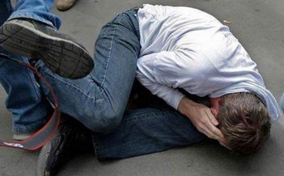 У Тернополі серед вулиці побили людину