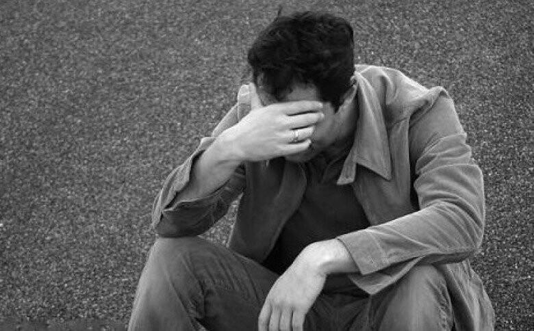 """""""Плакав, казав, що не хоче жити"""": у Тернополі чоловік посварився із дружиною і почав злазити із 8-го поверху"""