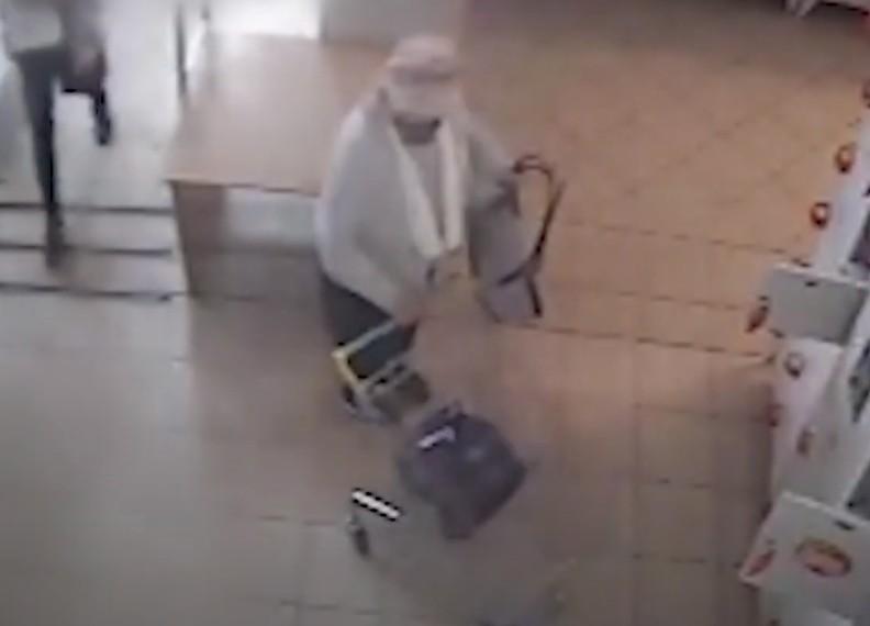У Тернополі розшукують жінку, яку підозрюють у крадіжці (ВІДЕО)
