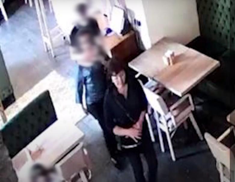 У Тернополі у ресторані жінка викрала зі столика дороговартісні сонцезахисні окуляри однієї з клієнток (ВІДЕО)