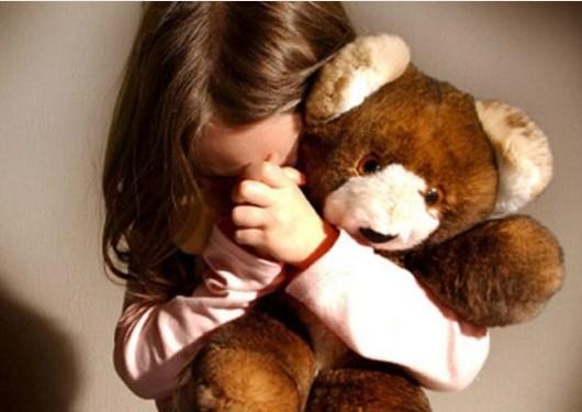 Тернополянці, яка намагалась задушити 4-річну доньку, оголошено про підозру