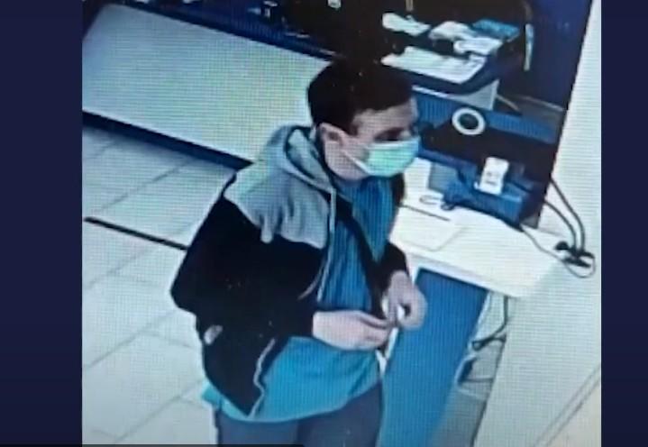 У Тернополі розшукують чоловіка, який розрахувався чужою карткою (ВІДЕО)
