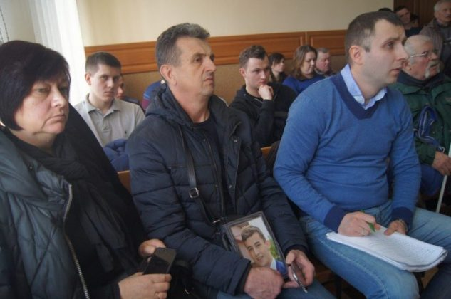 """Вбивство біля """"Алюру"""": суд зобов'язав засуджених відшкодувати батькам потерпілого 1 млн 900 тис. грн моральної шкоди"""