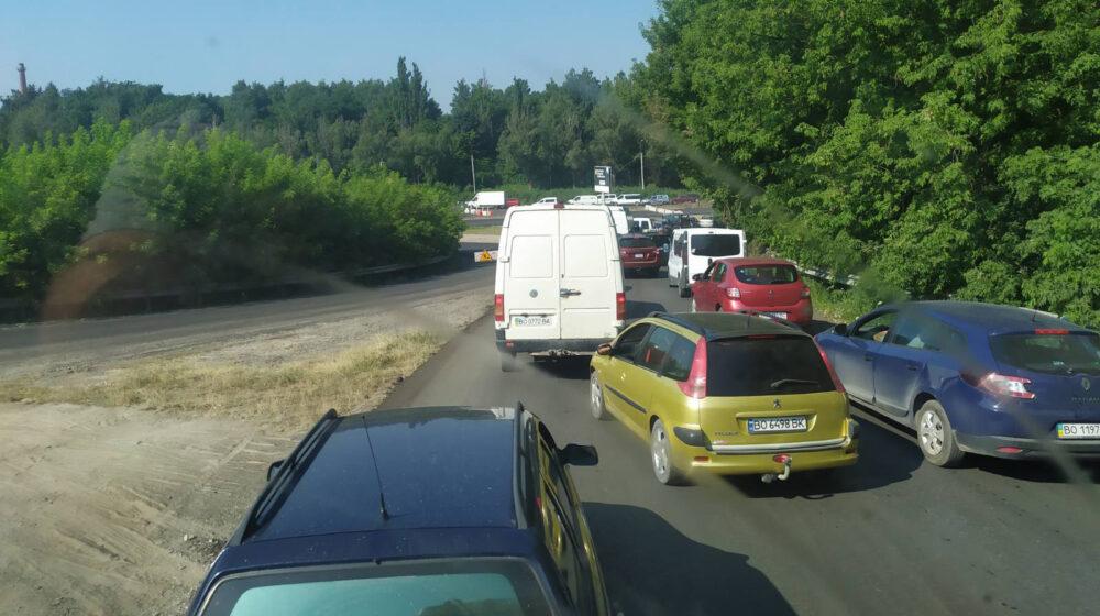 На в'їзді у Тернопіль кілометрові затори: що трапилося (ФОТО, ВІДЕО)