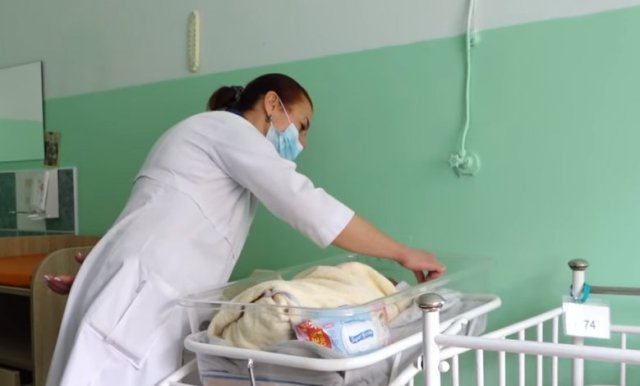 """Дітки, яких у Тернополі навесні залишили у """"Вікні життя"""", зустрілися із потенційними батьками (ВІДЕО)"""
