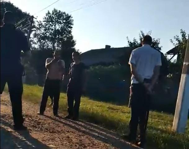 """""""Ти вмреш! Всіх поріжемо"""": на Тернопільщині закарпатці погрожують односельцям вбивством (ВІДЕО)"""