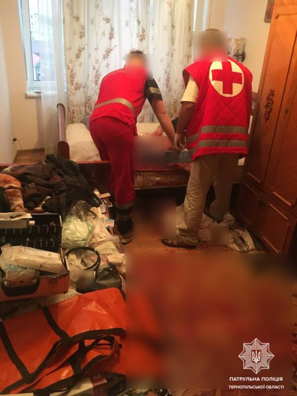 У Тернополі рятували чоловіка, який зі зламаною ногою лежав у квартирі та кликав на допомогу (ФОТО)