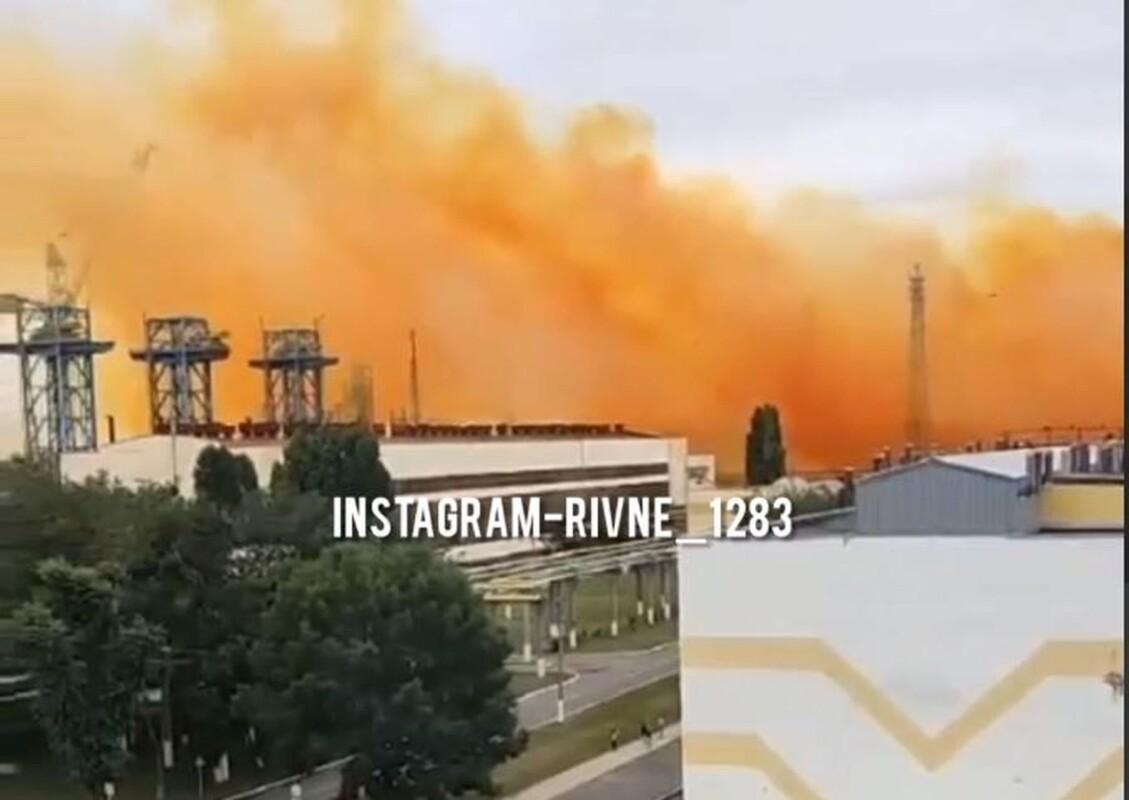 На хімзаводі в Рівному сталася розгерметизація: рятувальники повідомили чи потрапляє Тернопільщина в зону забруднення