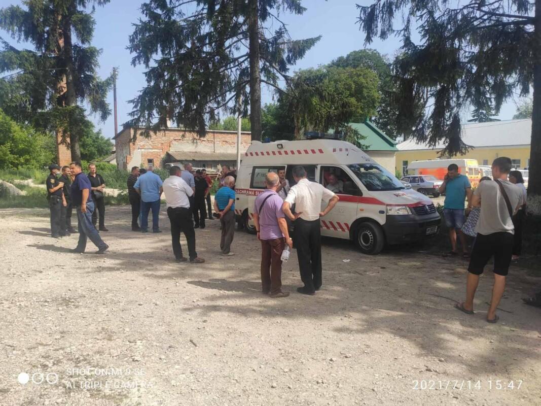 Київські поліцейські приїхали на Тернопільщину, щоб забрати автомобіль швидкої (ФОТО)