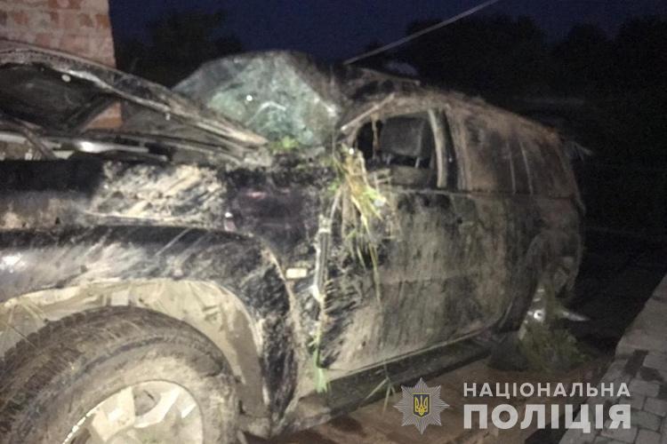 Злетів з дороги і врізався в дерево: в аварії на Тернопільщині загинув водій (ФОТО)