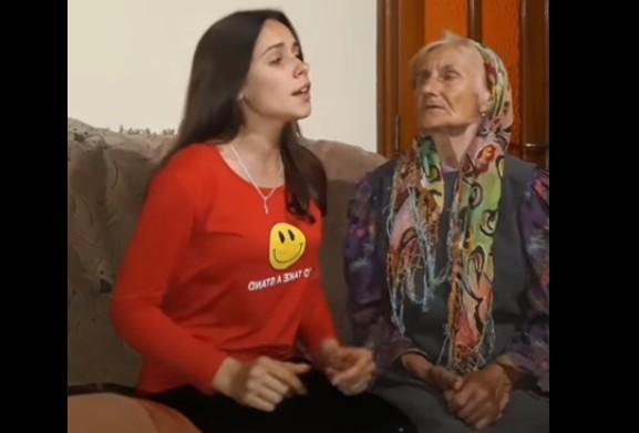Відео переглянули понад 2,5 мільйонів користувачів: 17-річна тернополянка співає із бабусею і викладає у TikTok
