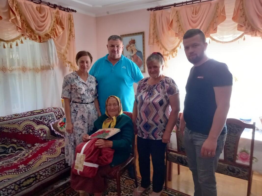 Привітали одну із найповажніших жительок Баворова – бабусю Михайлину