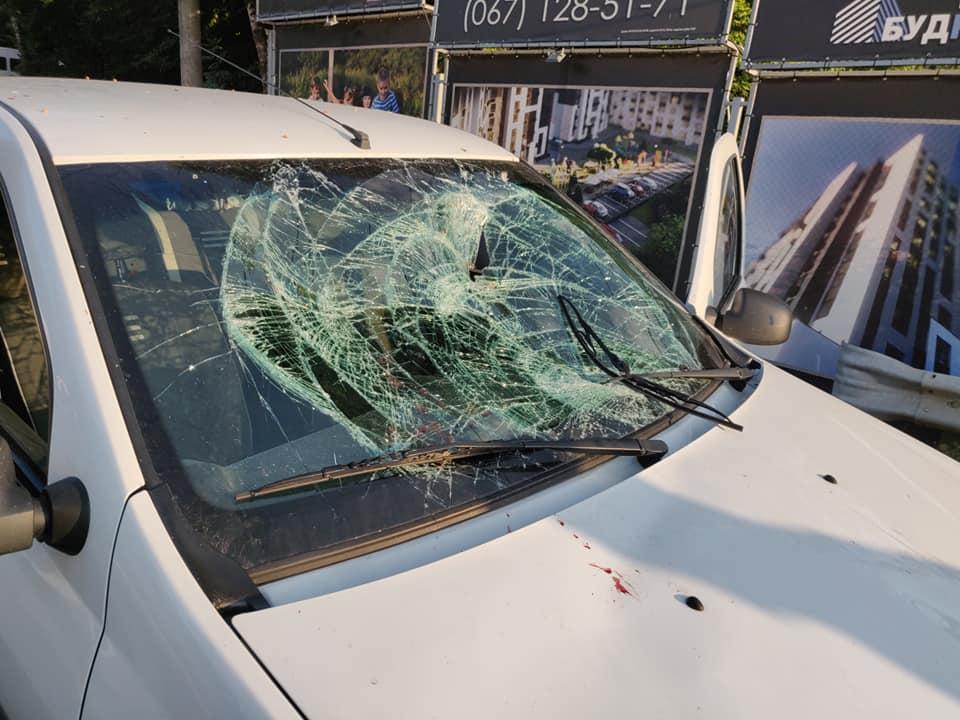 """Потрібен перехід: біля """"Монако"""" автомобіль збив чоловіка"""