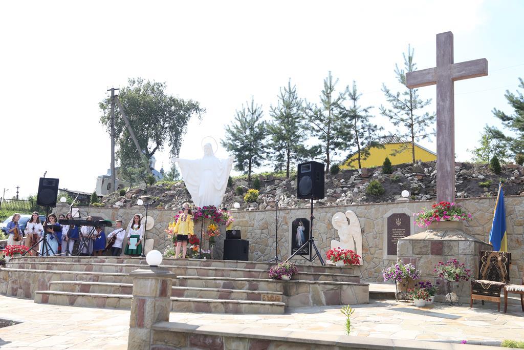 У Ярчівцях освятили меморіальний комплекс (ВІДЕО)