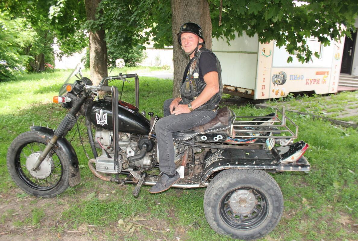 Унікальний мотоцикл байкера з Шумщини відмовлялись реєструвати в МРЕО