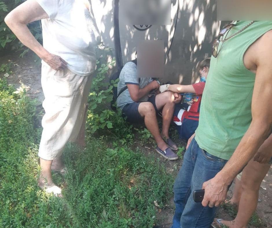 Тернопільська патрульна за секунди привела до тями непритомного чоловіка