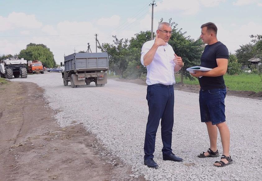 Сказано—зроблено: у Мар'янівці ремонтують дорогу (відео)