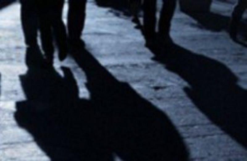 У Тернополі одному чоловікові обпекли очі, а іншого побили