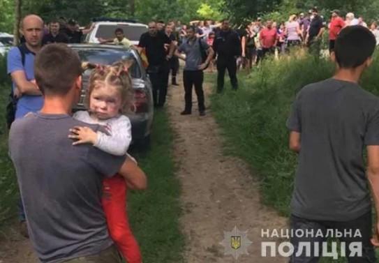 Вікуся спала на землі, а охороняв її і зігрівав вночі собака: подробиці зникнення 2-річної дитини на Тернопільщині