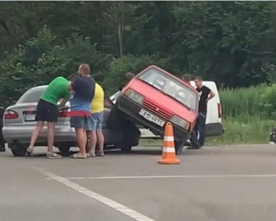 З'явилося відео ДТП на Білецькому перехресті (ВІДЕО)