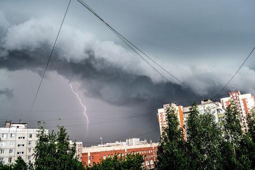 На Тернопільщині очікують шквальний вітер, грози та град