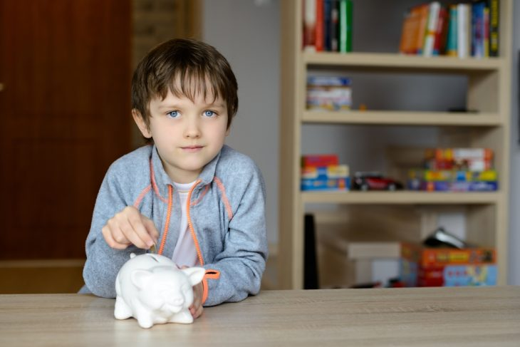 Виплата 2000 грн на дитину для підготовки до навчального року – постанова уряду