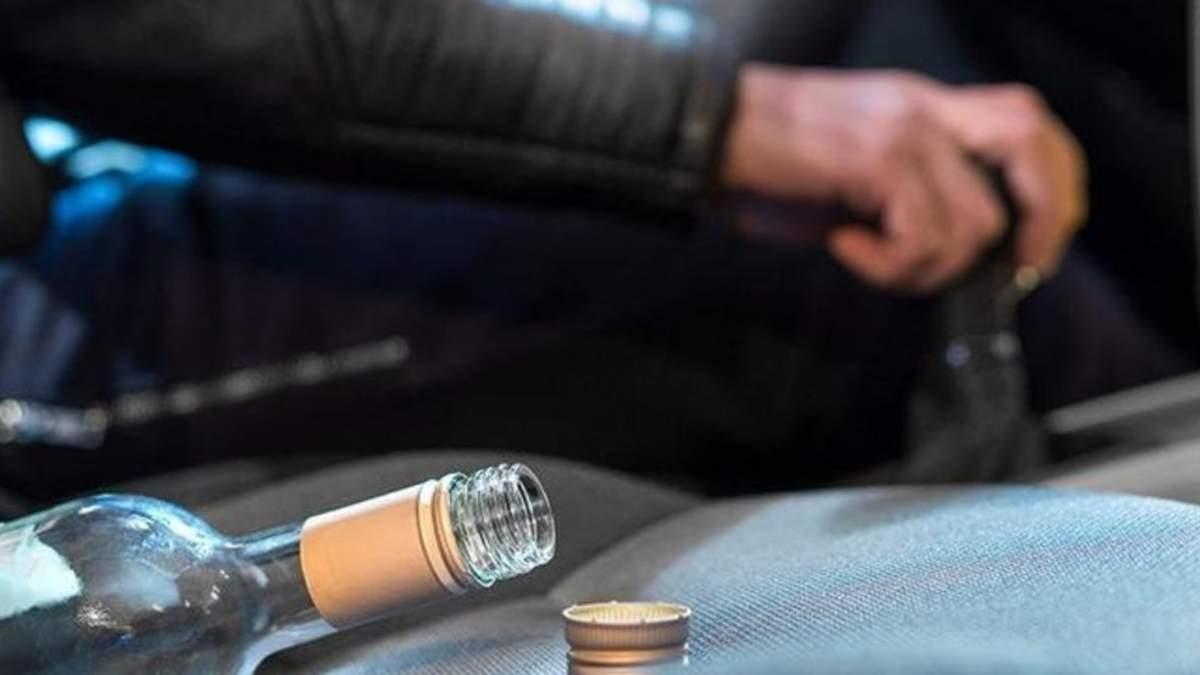 Як на Тернопільщині покарали водія, який їздив п'яний і показував середній палець