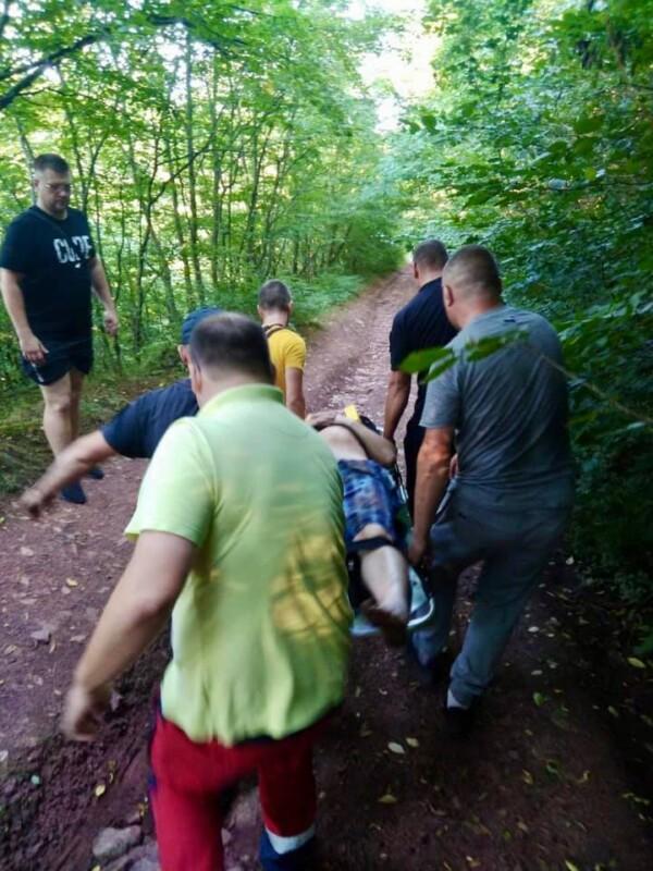 На Тернопільщині біля водоспаду чоловік упав у 25-метрову ущелину (ФОТО)