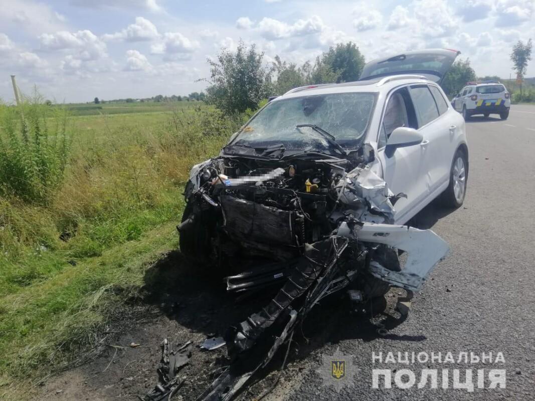 Від потужного зіткнення автомобілі розлетілися на кусочки: житель Тернопільщини потрапив у жахливу аварію (ФОТО)