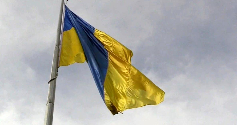 У Тернополі підняли найбільший Державний прапор (ВІДЕО)