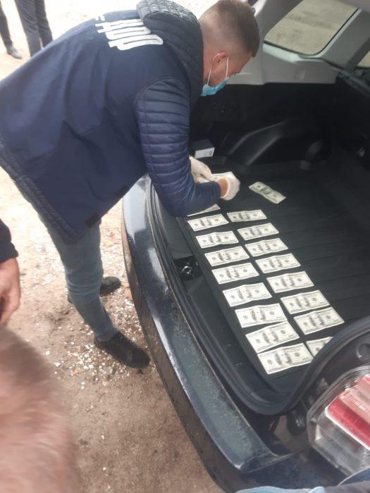 Вимагав 2400 доларів: на Тернопільщині спіймали хабарника (ФОТО)