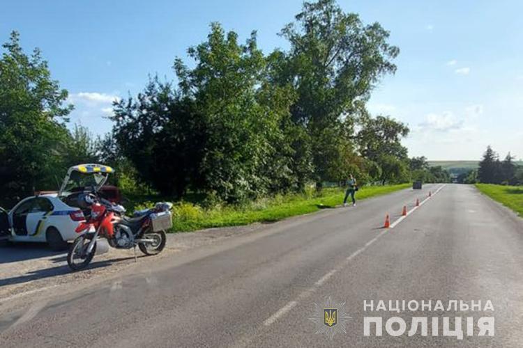 Грався м'ячем і вийшов на дорогу: на Теребовлянщині водій на мотоциклі збив 7-річного хлопчика
