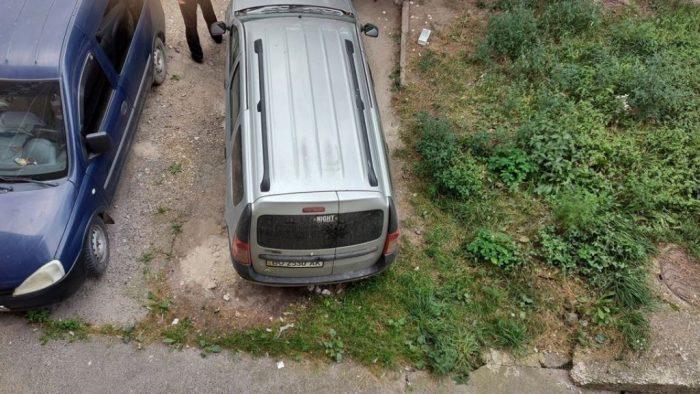 """""""Де хочу, там і паркуюсь"""": гасло багатьох водіїв Тернополя (ФОТО)"""