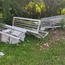 Поламані лавки та купи сміття: як відпочивають у парках Тернопільщини (ФОТО)