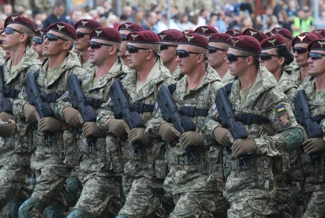 Військові під час репетиції параду в Києві проспівали відому пісеньку про Путіна (ВІДЕО)