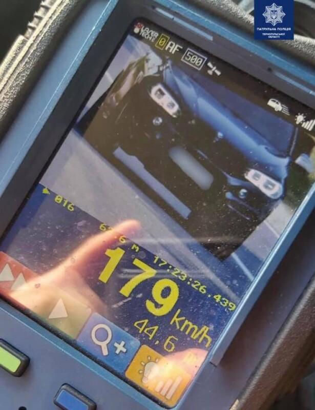 На Тернопільщині патрульні зупинили водія, який перевищив швидкість майже в чотири рази