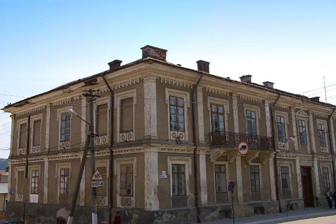 """У Бережанах відновлять два історичних будинки в рамках програми """"Велика реставрація"""""""