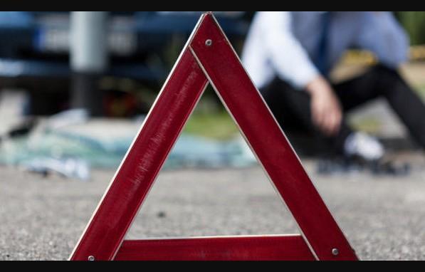"""У Тернополі водій на """"Мерседесі"""" їхав заднім ходом і збив пішохода"""
