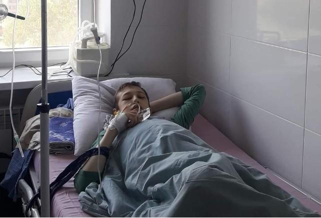 """""""Рідні благають про допомогу"""": у Тернополі в реанімації хлопчик потребує донорів крові (ФОТО)"""