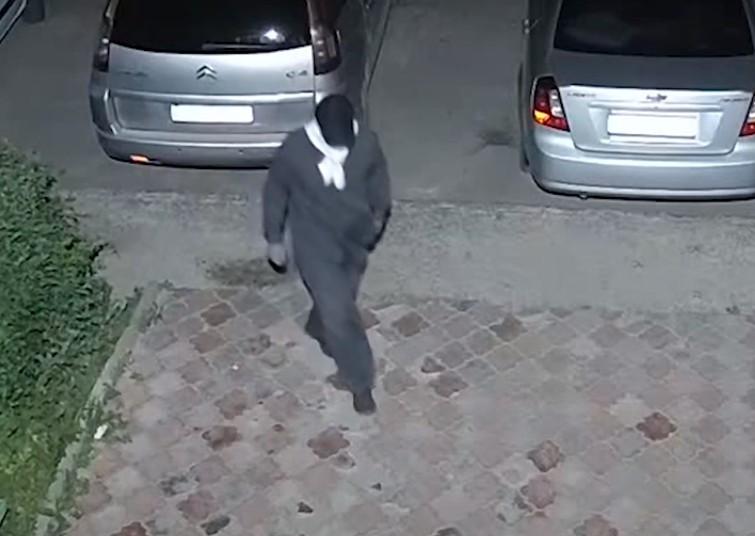 Трапилося це вночі: у Тернополі розшукують чоловіка, якого підозрюють у тяжкому злочині (ВІДЕО)