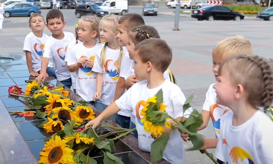 Відеопривітання дітей та вихователів садочку у Тернополі підкорює мережу (ВІДЕО)