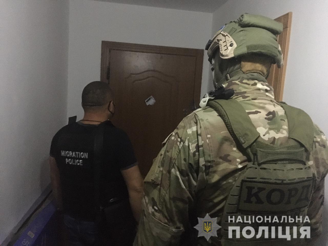 """Подружжя з Тернополя організувало злочинний """"бізнес"""": обдурили 192 людей і привласнили 1,5 млн грн (ВІДЕО)"""