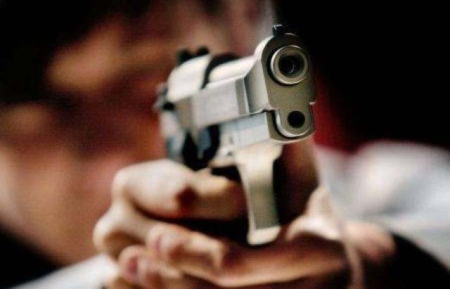 У Тернополі чоловік чинив опір поліцейським та погрожував зброєю