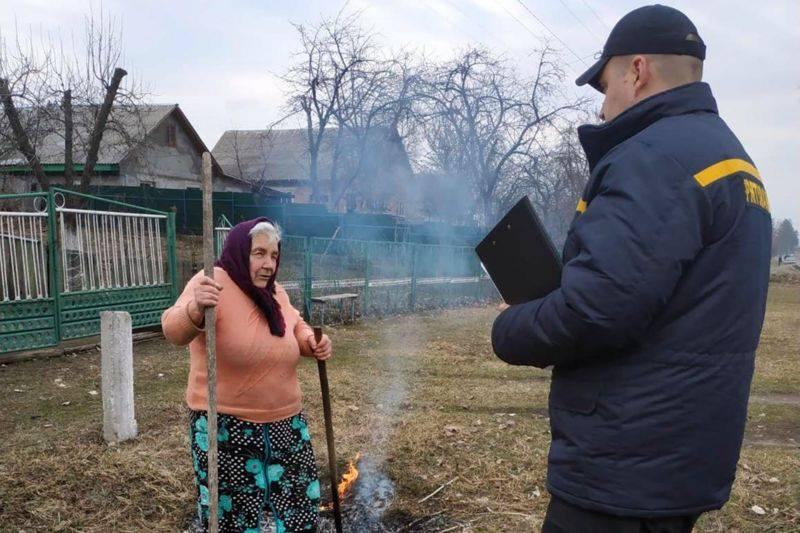 """""""Усі палять і я буду палити"""": Тернопільщину заполонив їдкий дим, дихати немає чим (ФОТО)"""