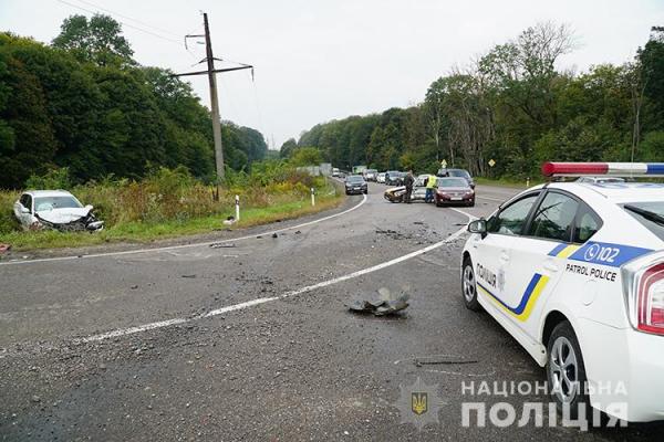 """Потужний удар: на """"проклятому"""" перехресті біля Тернополя знову серйозна аварія (ФОТО, ВІДЕО)"""