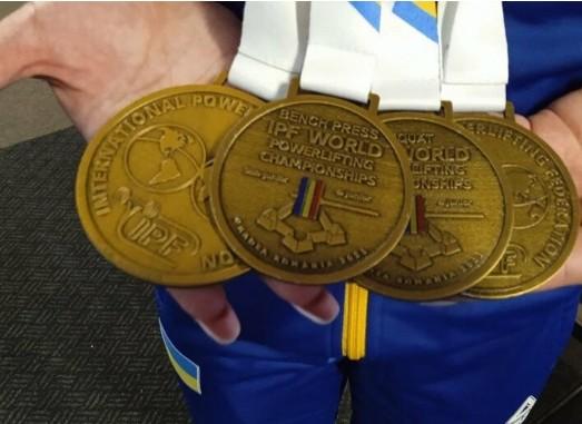 Тендітна 17-річна тернополянка встановила чотири рекорди з пауерліфтингу (ФОТО)