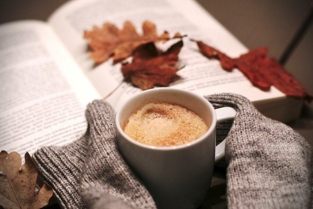 Нові захоплюючі книги для прохолодних осінніх вечорів