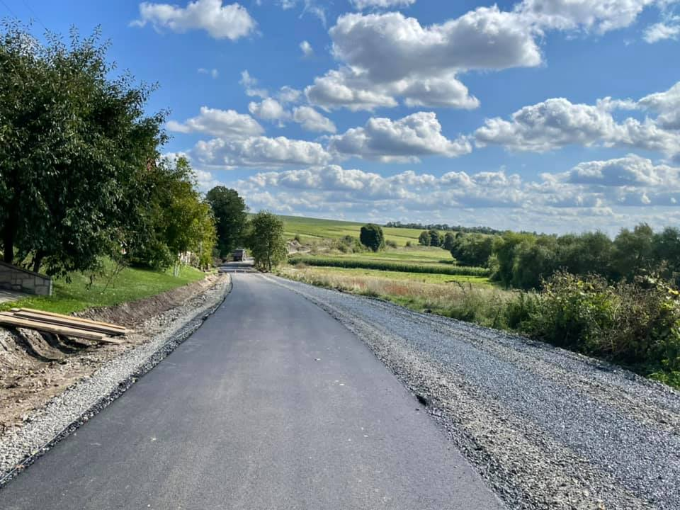 В одному із сіл Підгаєцької громади відремонтували дорогу, якою відмовлялися їздити водії рейсових автобусів (ВІДЕО)